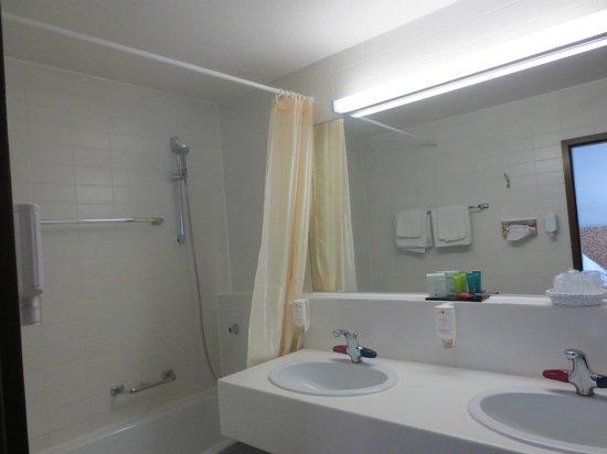 Lobinger Parkhotel: lovely clean bathroom