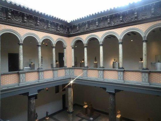 Museo Pablo Gargallo: Edificio antiguo...