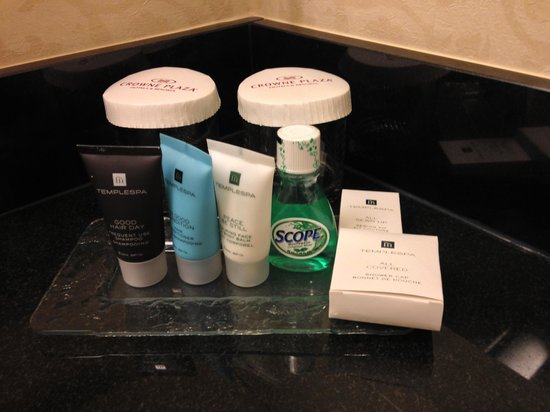"Crowne Plaza Washington National Airport: Twelfth ""executive"" floor bathroom amenities"