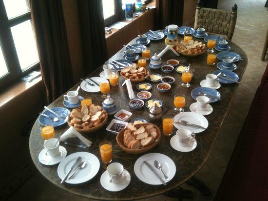 Riad Dar Nadwa : Ontbijt in binnenruimte op tweede verdieping