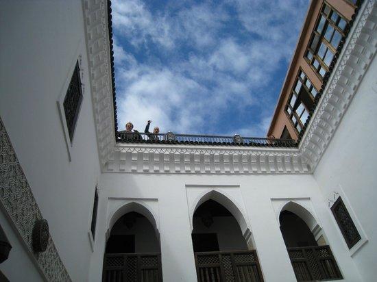 Riad Dar Nadwa : Uitzicht vanuit binnen patio