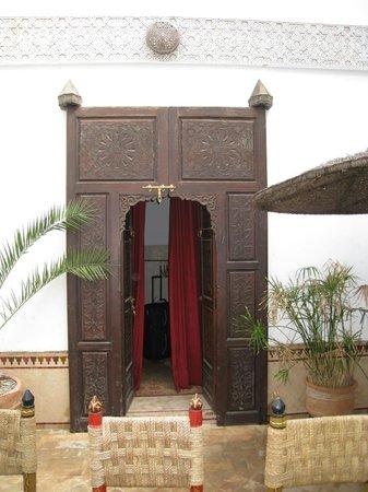 Riad Dar Nadwa: Ingang kamer begane grond