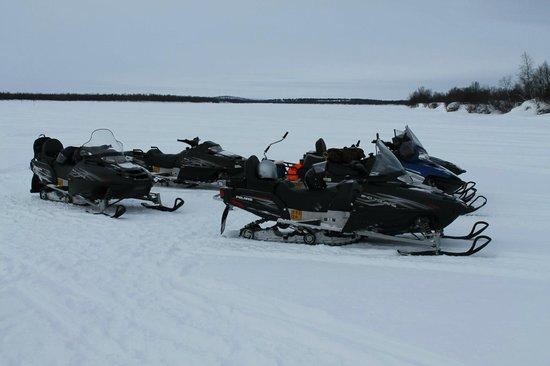Davvi Arctic Lodge: Snow Mobiling