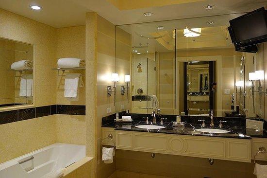 The Palazzo Resort Hotel Casino: bath