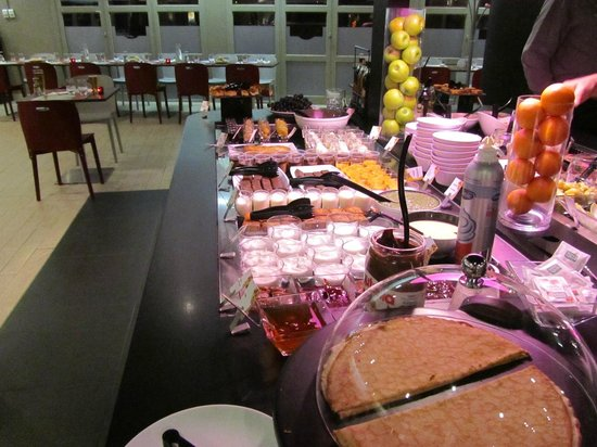 Campanile Marne la Vallée Torcy : buffet evening meal
