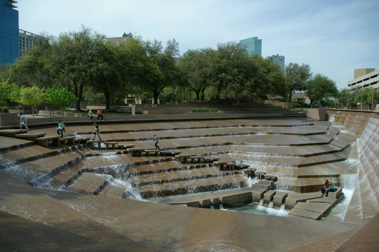 Sheraton Fort Worth Downtown Hotel: The Water Gardens