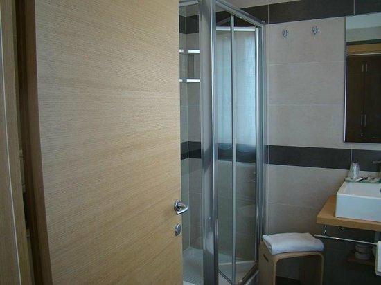Hotel Paris: bathroom