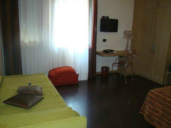 Hotel Paris: room