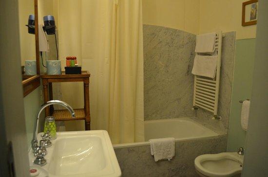 Antica Dimora Firenze : Bathroom of our room