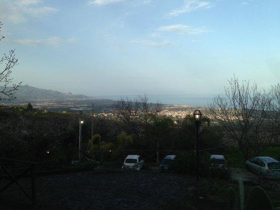 Il Ciliegio dell'Etna: panorama dalla terrazza della camera