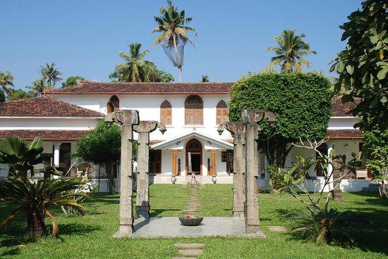 Purity at Lake Vembanad: Prachtige domein met koloniaal gebouw