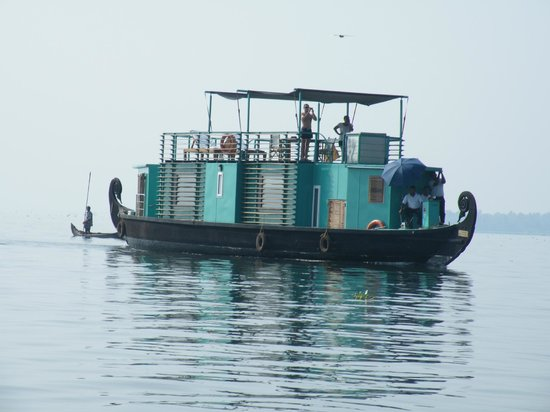 Purity at Lake Vembanad: Eigen huisboot van Malabar Escapes, de 'Discovery'
