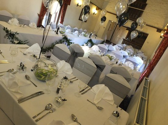Fieldhead Hotel: The ceremony ,dining room