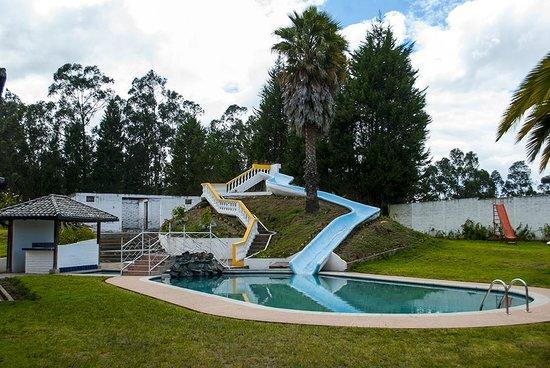 Hosteria San Carlos Tababela: Pool area