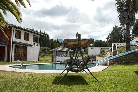 Hosteria San Carlos Tababela: Pool