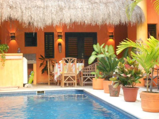 Casita de Maya: View towards back bedroom.