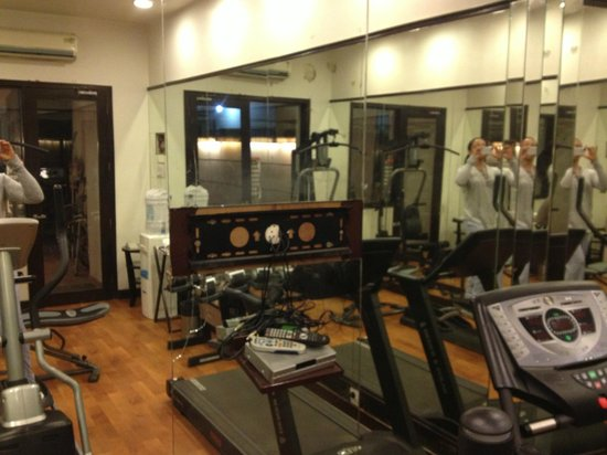 The Amber - New Delhi: Missing TV in workout room