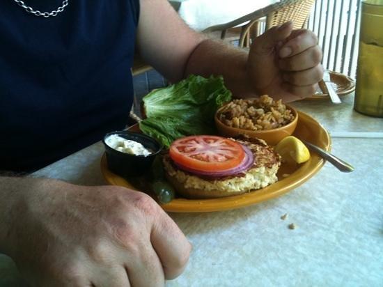 Barbara Jean's Restaurant : crab cakes sandwich