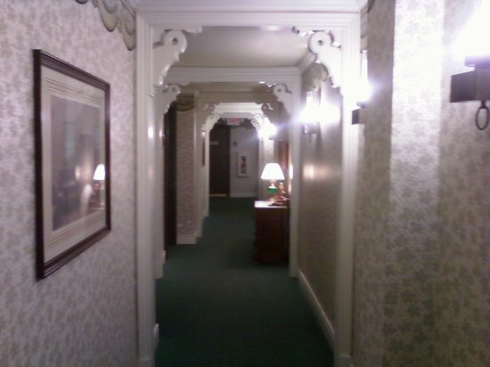 St. James Hotel: beautiful hallways
