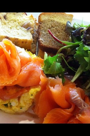Builin Blasta : Salmon and Scrambled Egg with three breads