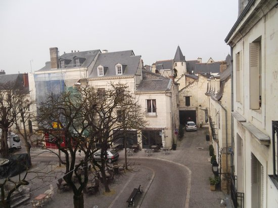 BEST WESTERN Hotel de France: View of the square in Chinon from our room
