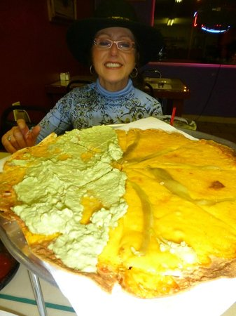 Magaly's Mexican Restaurant: Very Large Cheese Crisp Yumy