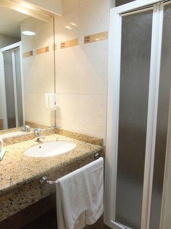 Apartamentos MarinaSol: Baño