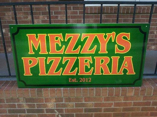 Mezzys Pizzeria: Mezzy's Sign