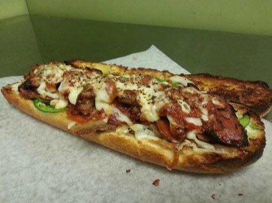 Mezzys Pizzeria: Howe Messy Grinder