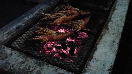 Fireman's Lobster Pit: Cooking after dark