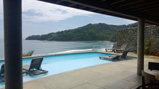Pagua Bay House Oceanfront Cabanas: View from the bar
