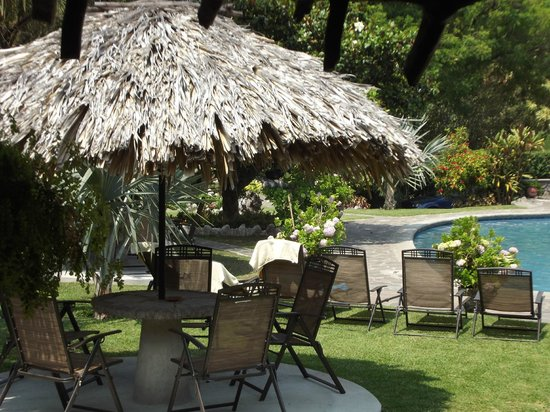 Hotel Cacique Inn: Nice place to rest, eat, or just have a drink!