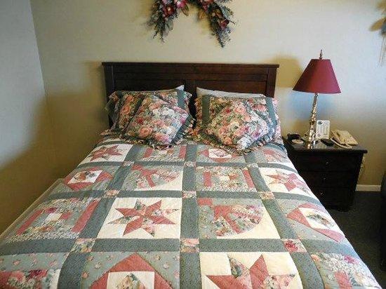 Night's Inn : COMFY QUEEN BED