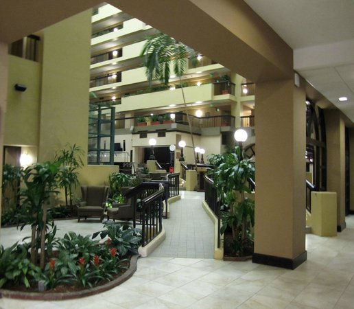 Embassy Suites by Hilton Raleigh - Crabtree: Lobby