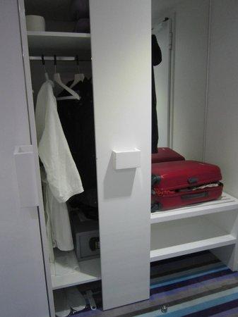 Hotel Luxe: Closet