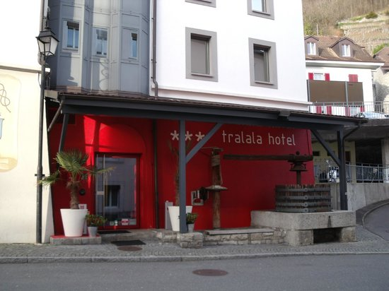 Tralala Hotel Montreux: Front Entrance