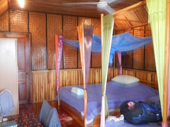Thongbay Guesthouse: Inside room