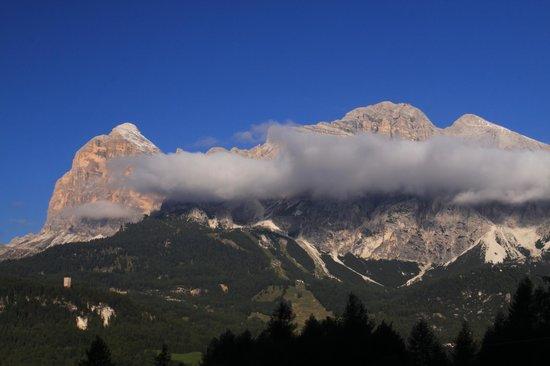 Baita Fraina: Morning view of Tofana-Cortina