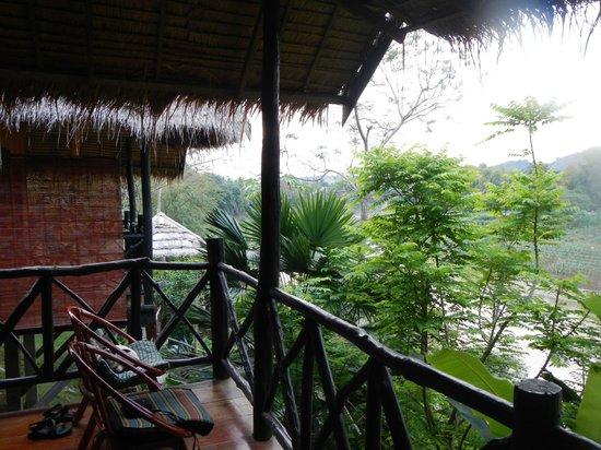 Thongbay Guesthouse: Veranda
