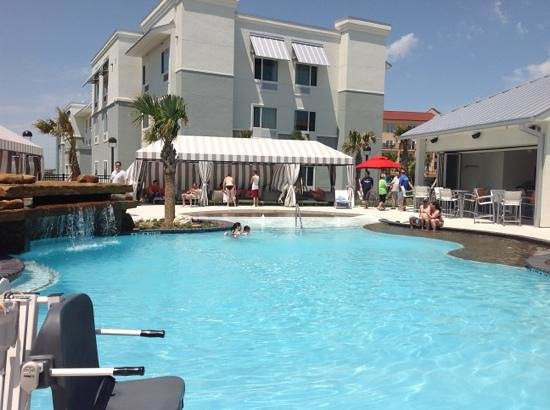 TownePlace Suites Galveston Island : the pool, bar and cabanas.