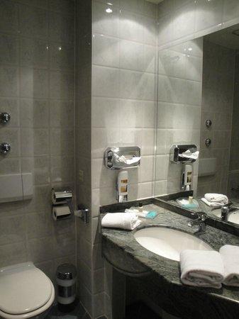 Quality Hotel Augsburg: Bathroom