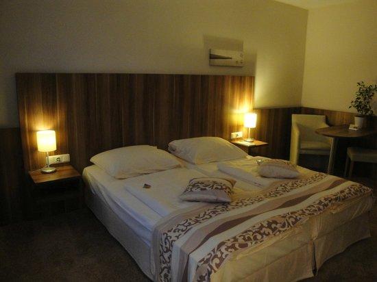 Quality Hotel Augsburg : Bedroom