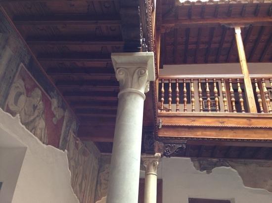 Palacio de Santa Ines: lobby view