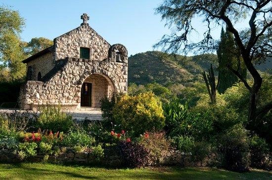 El Potrerillo de Larreta : Capilla construida en 1927 con piedra de la zona