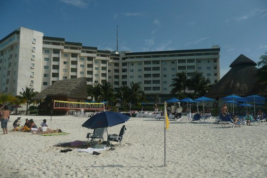 Casa Maya Cancun: Beach and hotel