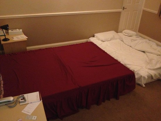 Woking Hotel: Forced to sleep on the floor