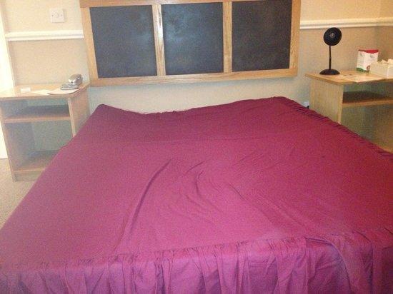 Woking Hotel: Bed support broken