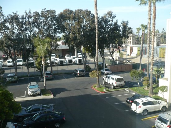 Holiday Inn Hotel & Suites Anaheim (1 BLK/Disneyland): View from the room