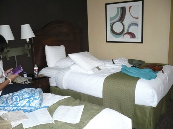 Holiday Inn Hotel & Suites Anaheim (1 BLK/Disneyland): Sufficient room