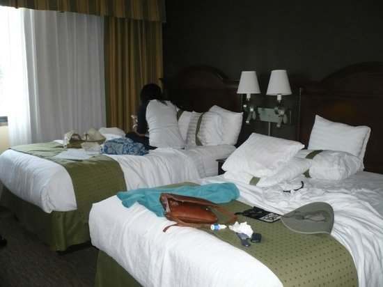 Holiday Inn Hotel & Suites Anaheim (1 BLK/Disneyland): Double room with queen size beds